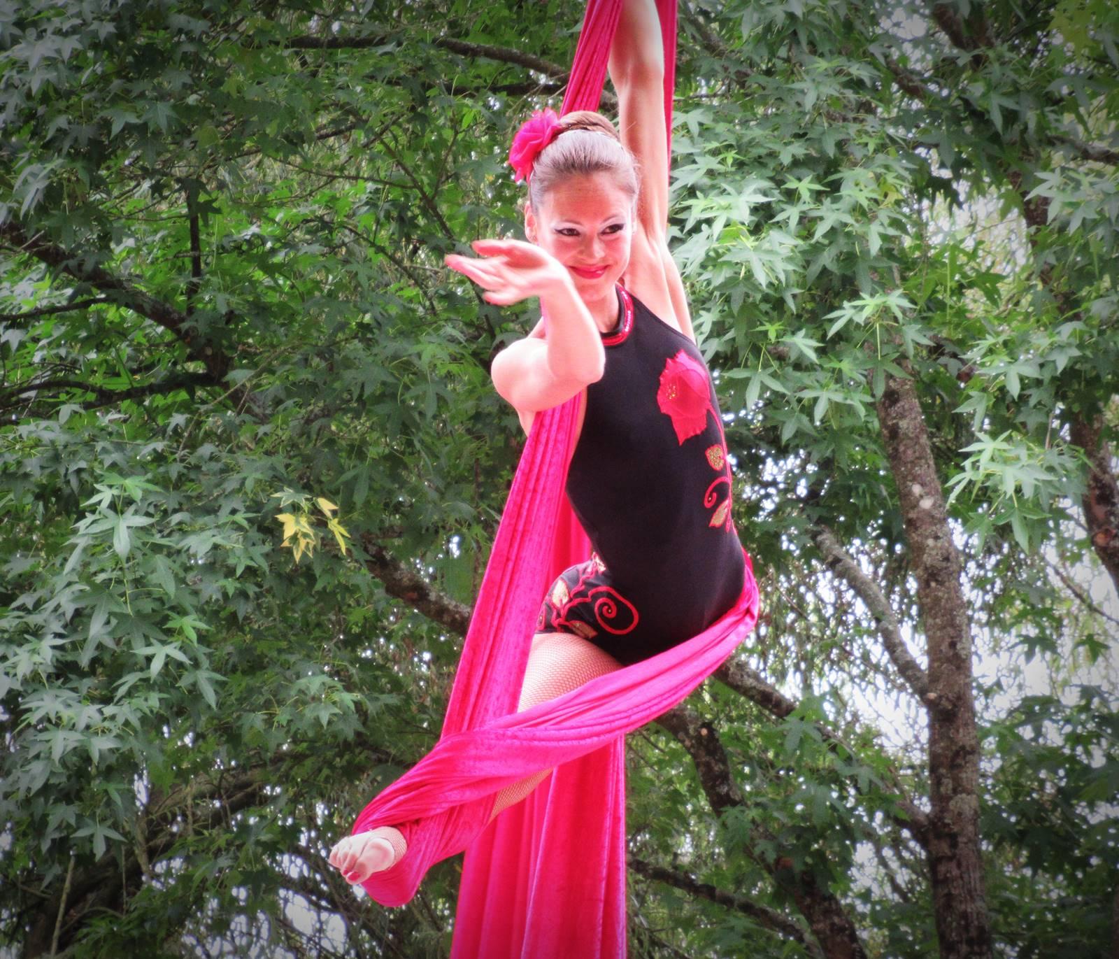 Cabaret circus 16