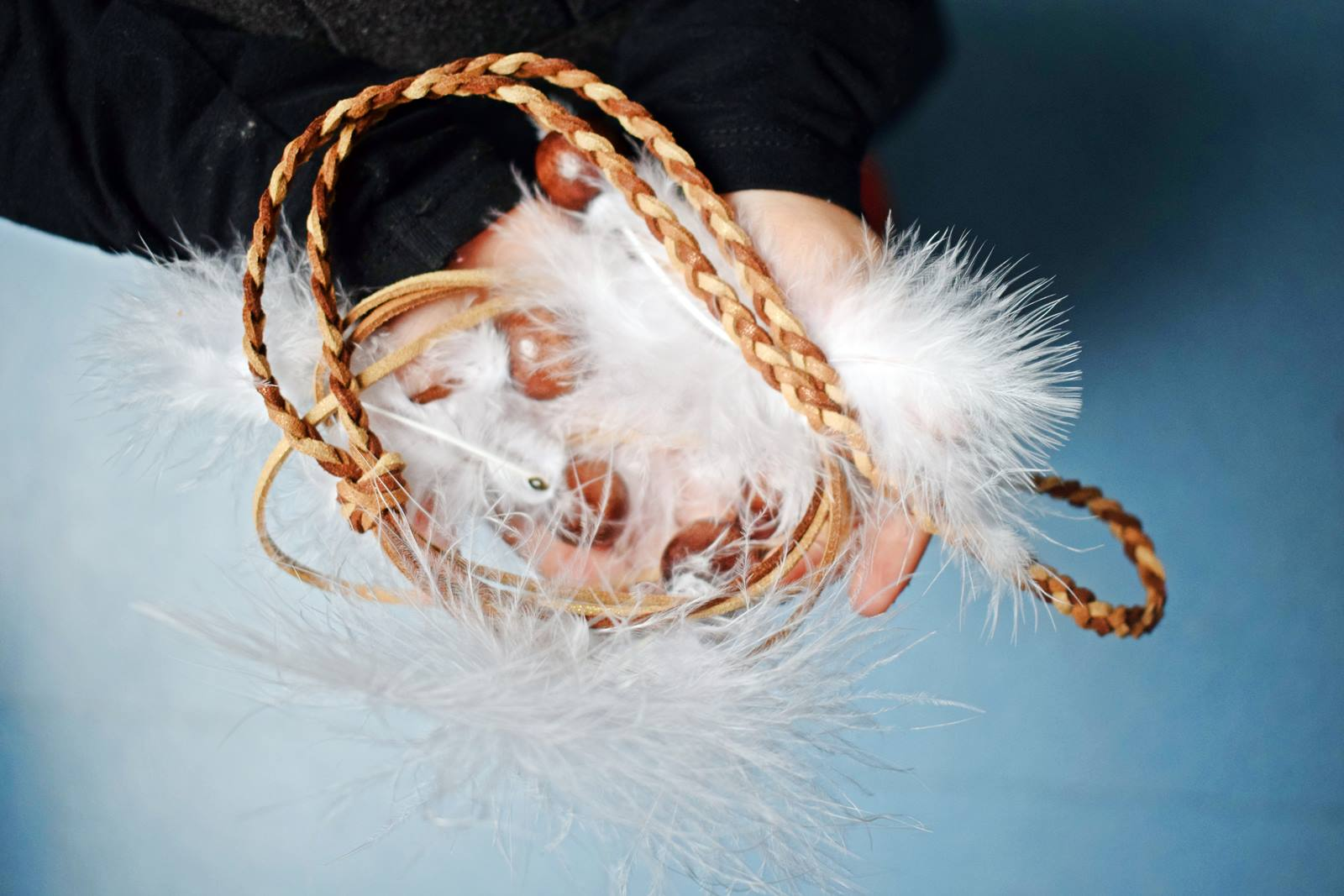 Diy couronne de plumes et de perles our little family le blog 2 bis