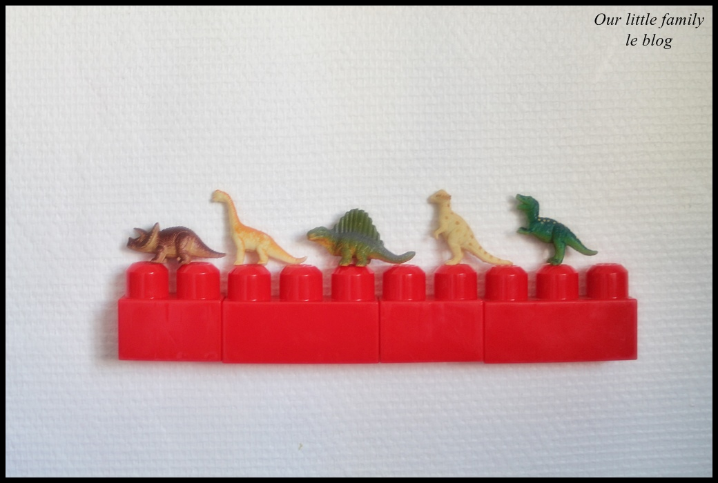 une tag re en gros lego. Black Bedroom Furniture Sets. Home Design Ideas