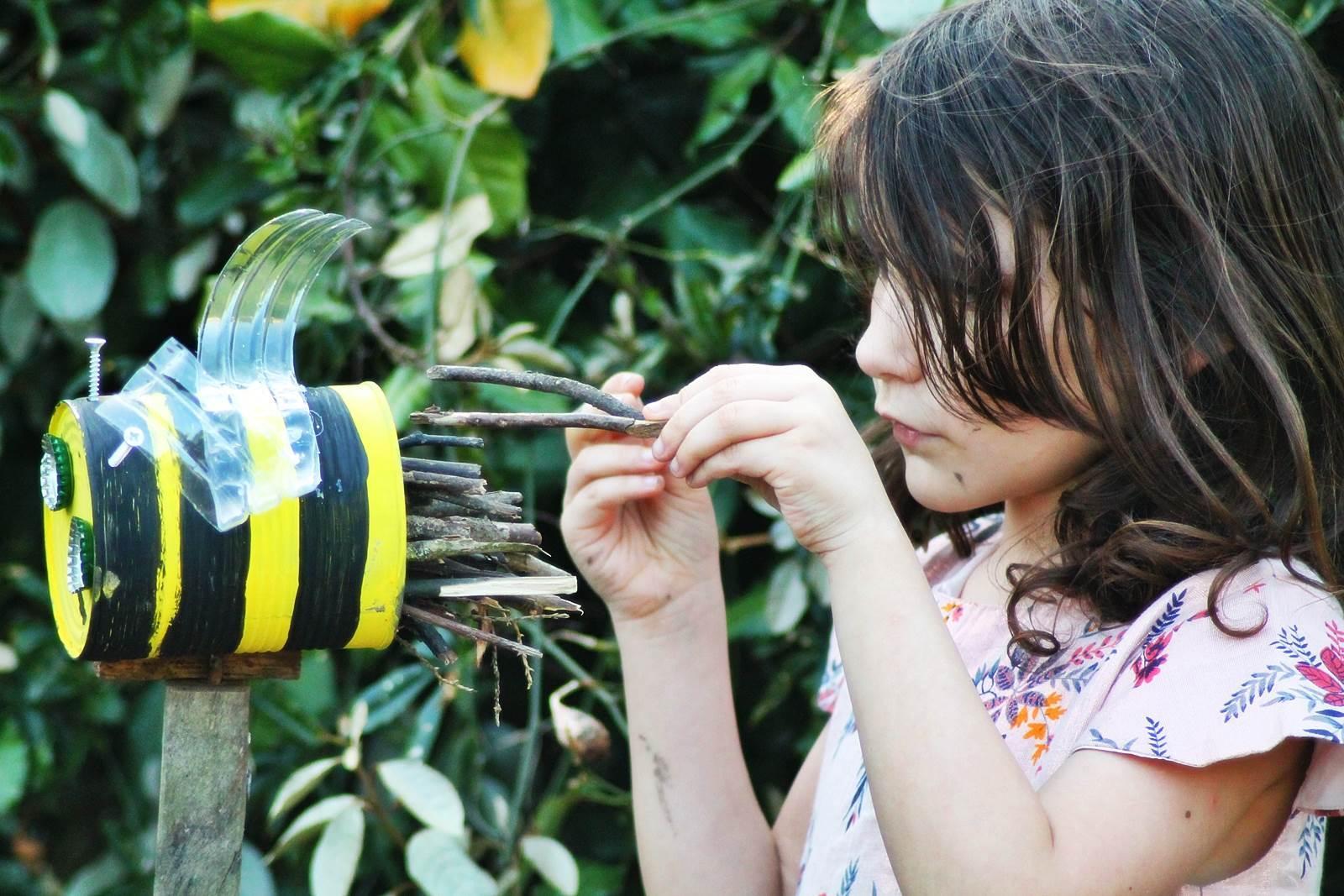 Boite de conserve abeille 11