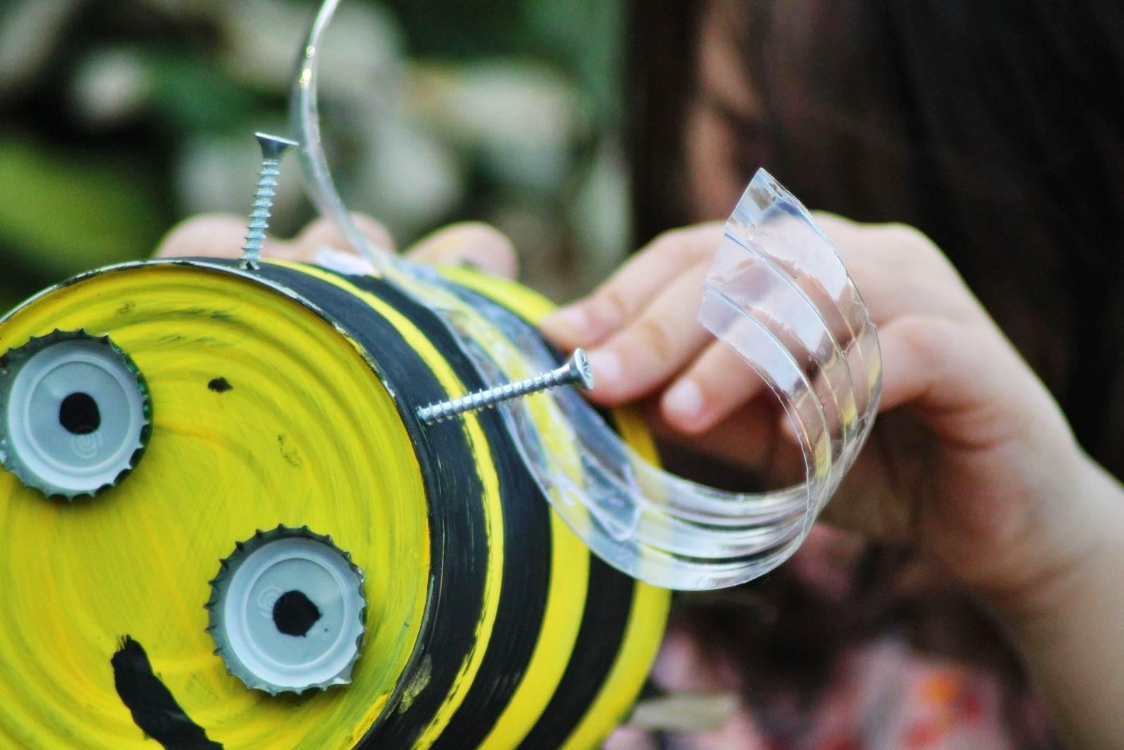 Boite de conserve abeille 12