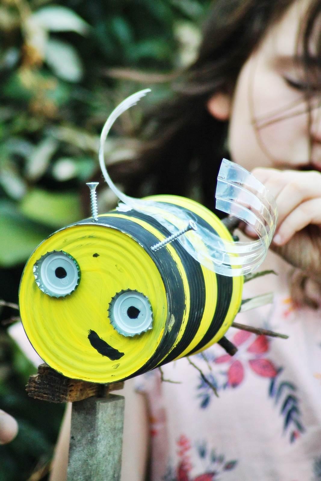 Boite de conserve abeille 8