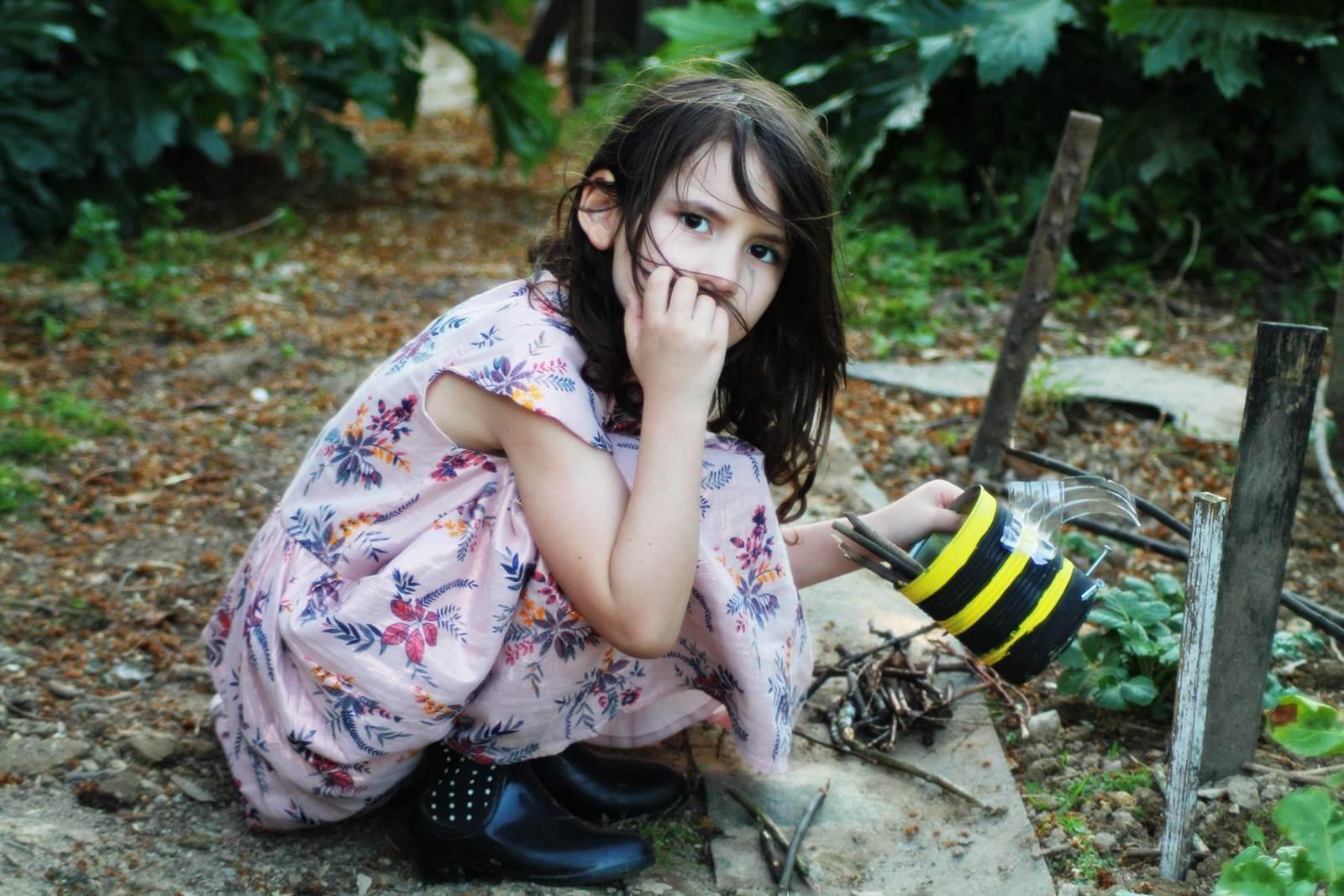 Boite de conserve abeille