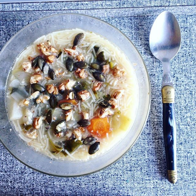 La soupe de legume aux noix et aux graines de courges