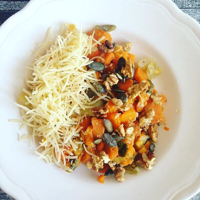 Legumes fromage graines de courge et noix